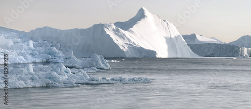 Fotomural Huge icebergs are on the arctic ocean in Greenland