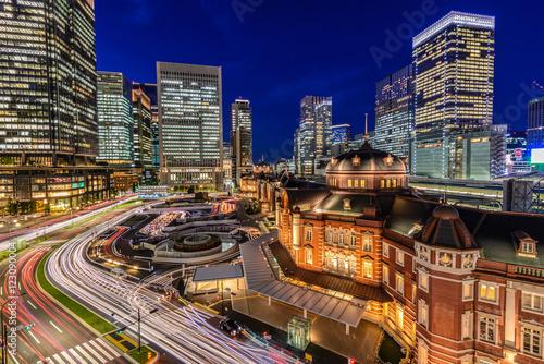 Plakat Nocny widok na stację Tokio