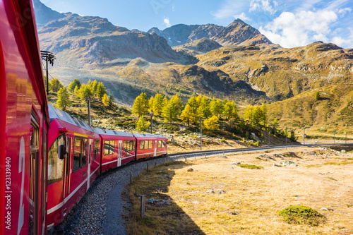 Poster Voies ferrées Zugfahrt im Herbst durch das Val Bernina, Graubünden, Schweiz