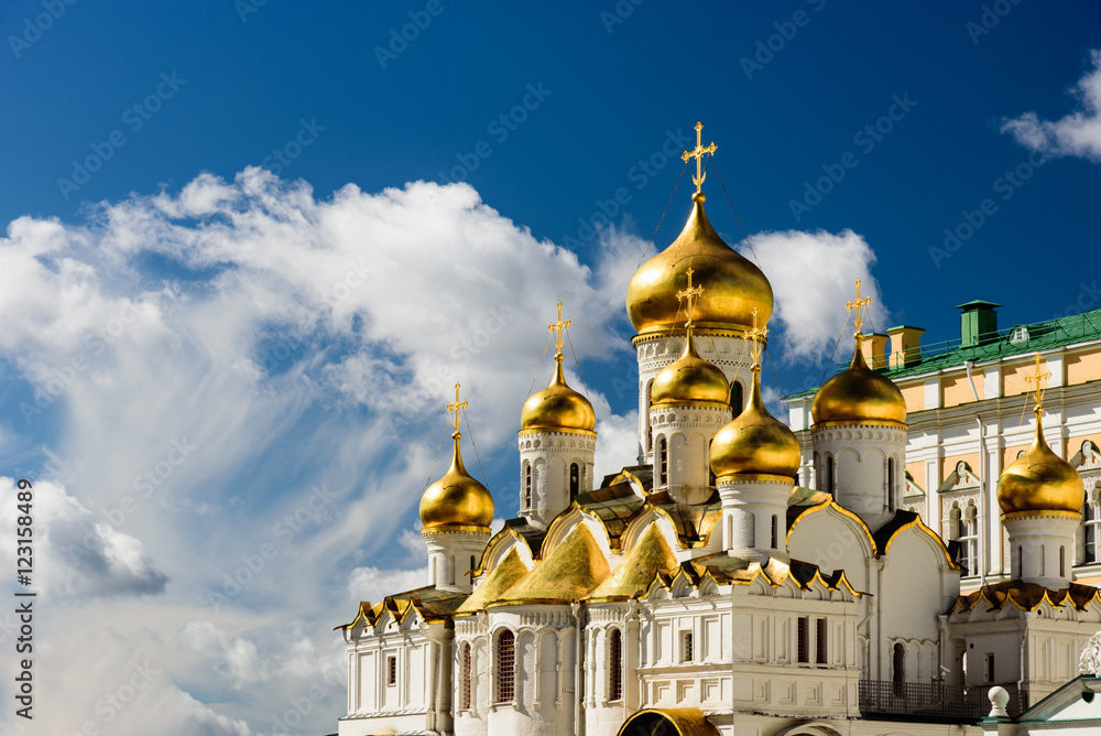 Fototapety, obrazy: The orthodox cathdral with its golden domes inside the Kremlin i