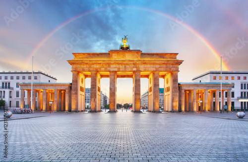 Poster Berlijn Berlin Brandenburger gate with rainbow.