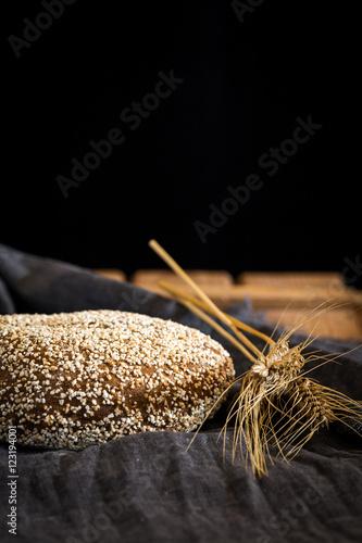 In de dag Bakkerij Different fresh bread on old wooden table