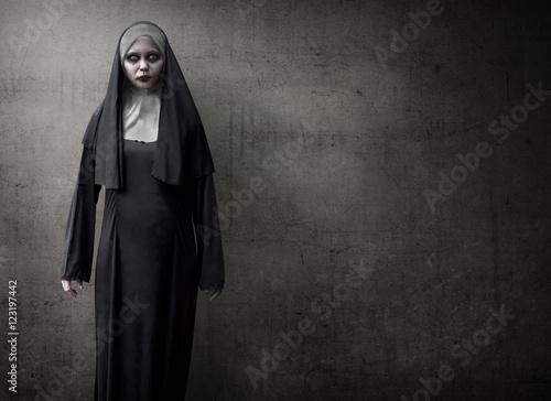 Scary Devil Nun Fototapet