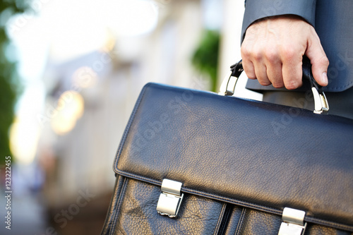 Photo Leather briefcase held by a man