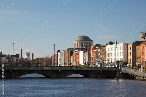 Photo  The Four Courts in Dublin City, Ireland