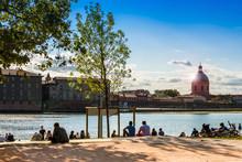 Les Berges De La Garonne Et La Grave à Toulouse, Occitanie En France