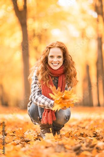 Valokuva  Frau im Herbst erholen