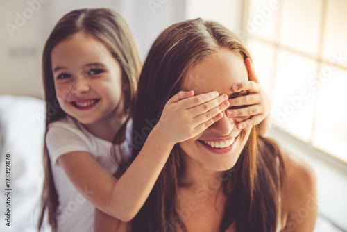 Fotografia Mother and daughter at home