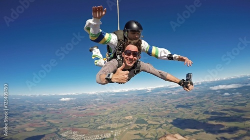 Spoed Foto op Canvas Luchtsport Skydiving tandem friends all right