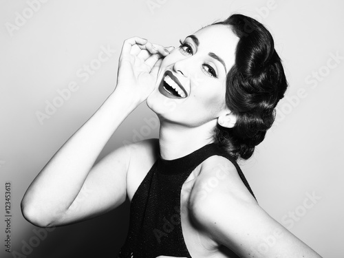 usmiechnieta-retro-kobieta
