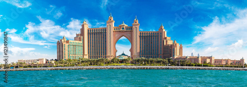 Montage in der Fensternische Dubai Atlantis, The Palm Hotel in Dubai