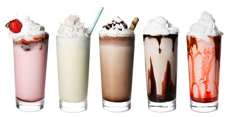 Panel Szklany Do cukierni Glasses with delicious milk shakes on white background.