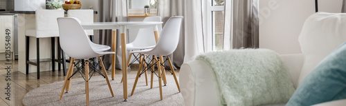 Fotografía  Home with dining table