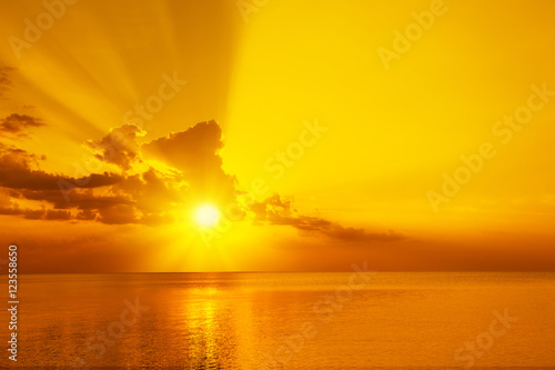Poster Ochtendgloren Magic golden sunset over sea