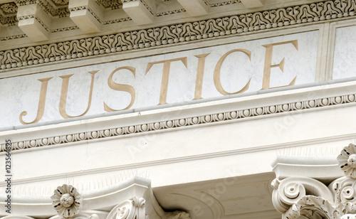 Ταπετσαρία τοιχογραφία justice gravé dans le marbre du tribunal
