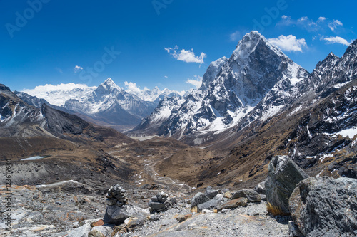 Photo  Ama Dablam mountain peak at Chola pass, Everest region