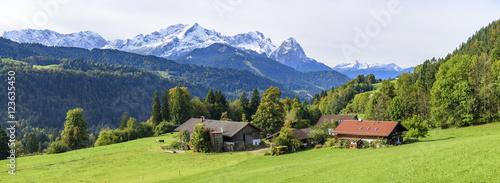 Herrliche Natur im herbstlichen Werdenfelser Land #123635450