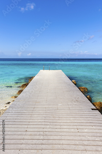 Jetty at the Caribbean sea leading into turquoise water Fototapeta