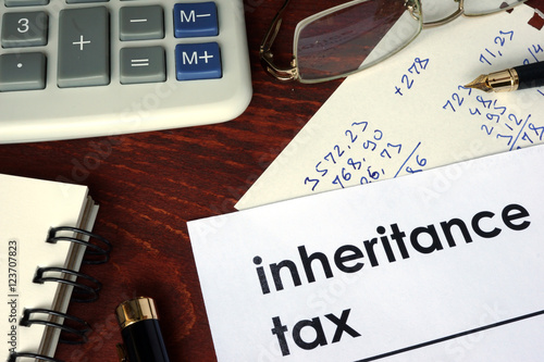 Fotografía  Inheritance tax written on a paper. Financial concept.