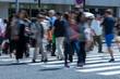 横断を渡る人々