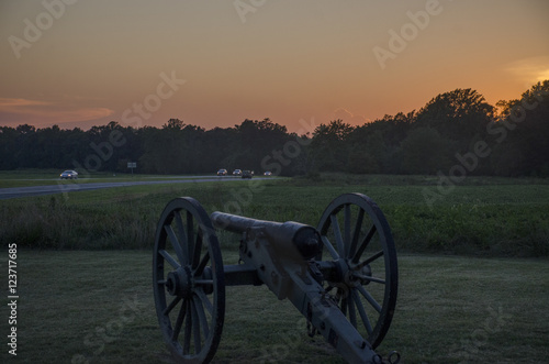 Fotografie, Tablou  Sunset over a Civil War cannon at Chancellorsville Battlefield