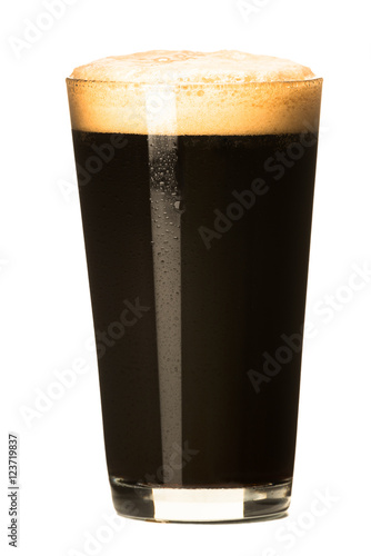 Obraz na plátne PInt of dark stout beer with thick foam head isolated on white background