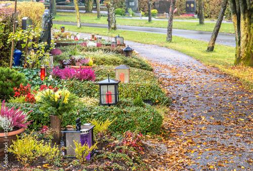 Tuinposter Begraafplaats Herbstliche Friedhofsstimmung