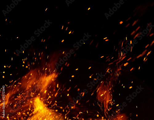 Feu, Flamme fire flames with sparks on a black background