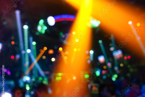 Láminas  Defocused glowing background with abstract bokeh of laser show in modern disco n