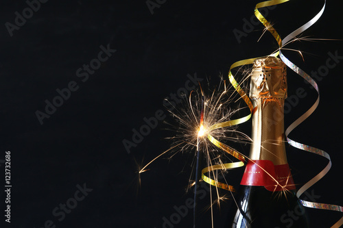 Photo  Abstract image of champagne bottle and festive lights