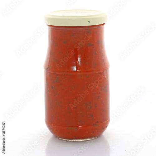 Fotografía  Bocal de sauce tomate au basilic