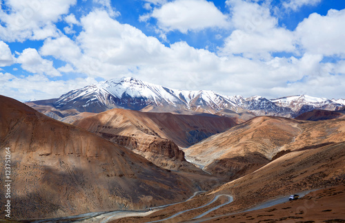 Foto op Canvas Zalm Himalayan mountain landscape along Manali - Leh road, India