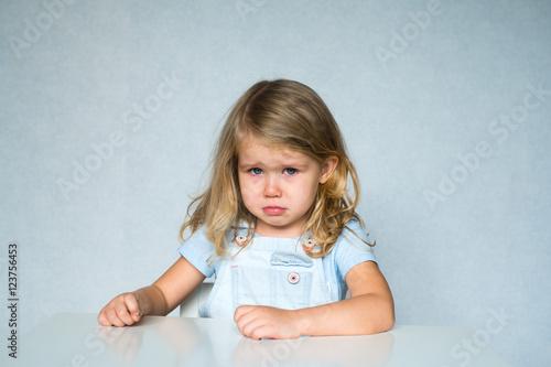Valokuva  девочка грустит и плачет