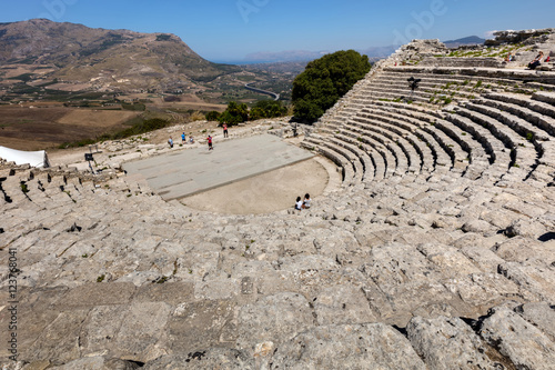 Valokuva  The 2nd century BCE theater of Segesta, Sicily nestling in the side of Mount Barbaro commands a spectacular view of the Gulf of Castellamare