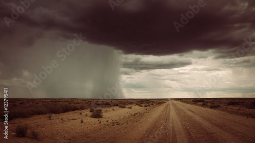 Papiers peints Route 66 Unwetter im Outback in Australien