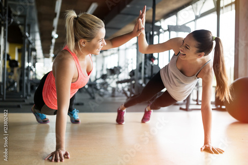 Poster Fitness Beautiful women working out in gym