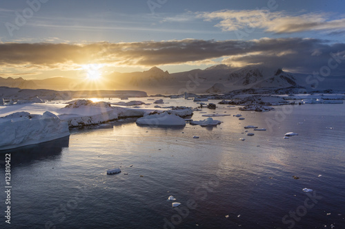 Spoed Foto op Canvas Antarctica Antarctic sunrise