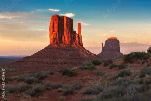 Poster Parc Naturel Red rocks at sunset in Arizona desert, Monument Valley, USA