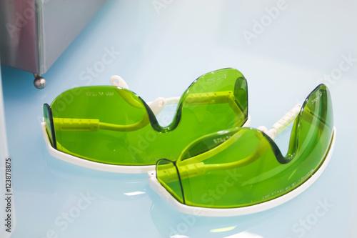 Gafas rayos x / Dos pares de gafas verdes para rayos x Poster
