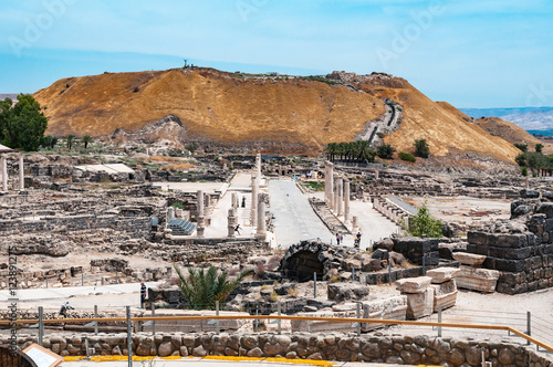 Photo  panoramic view of archaeological excavation Bet Shean, israel