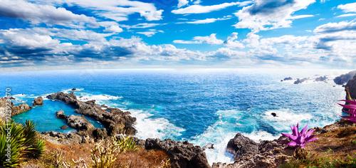 Deurstickers Blauwe hemel Paisaje idilico isla de Tenerife.Mar y cala.Paisaje marino pintoresco en Islas Canarias.Viajes y aventuras