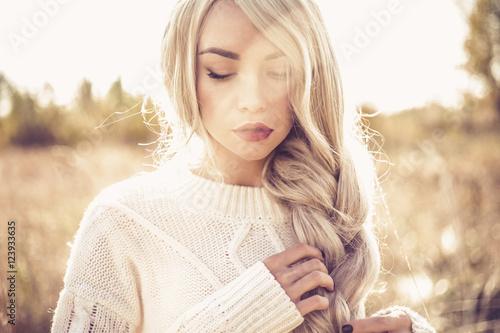 Obraz Beautiful lady in autumn landscape - fototapety do salonu