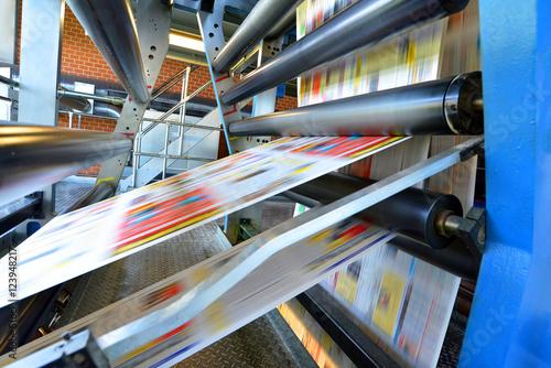 Fotografie, Obraz  Druckmaschine Rollenoffset in einer Zeitungsdruckerei // printing machine roll o