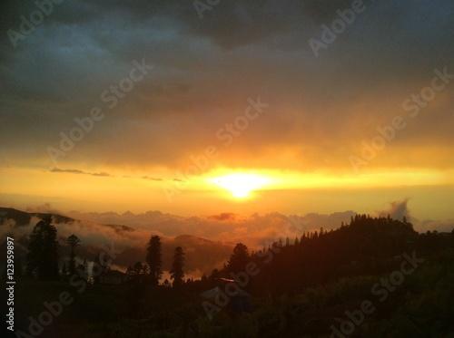 tramonto villaggio montagna Poster