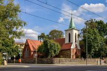 Mehrfach Erweitert: Die Denkmalgeschützte Historische Dorfkirche In Berlin-Weißensee