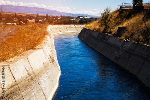 Photo Aqueduct moving water