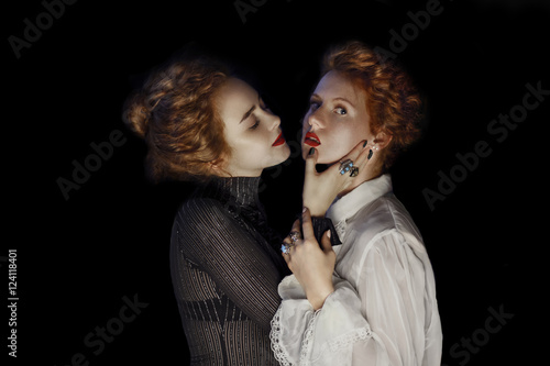 Photo  Portrait of two  Young girls fashion models with gorgeous curly