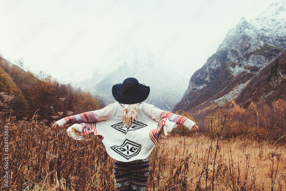 Fototapety, obrazy: Traveling in mountains