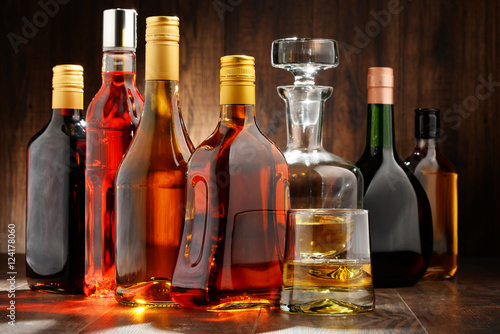 Poster de jardin Bar Bottles of assorted alcoholic beverages