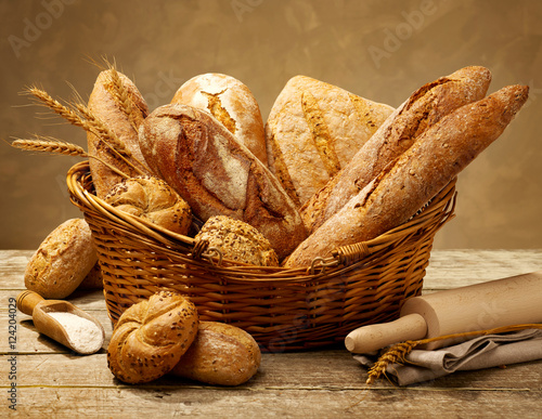 Foto op Aluminium Brood Different bread types in a basket